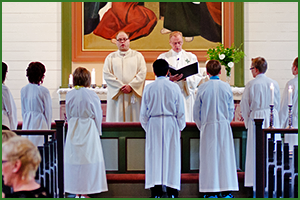 What's the Difference Between Robes and Vestments?